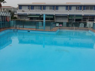 Bungalow neu renoviert in ruhiger kleiner Anlage mit Poolblick