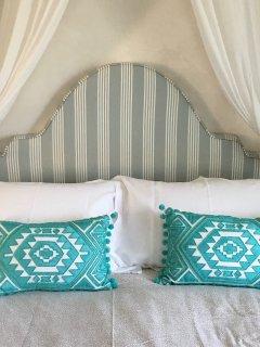 Comfy kingsize bed.