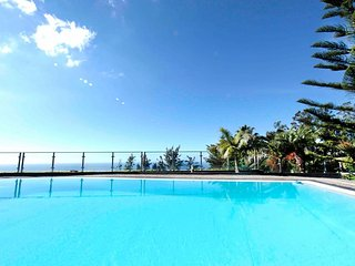 Ample Villa with Pool and Gorgeous Ocean View