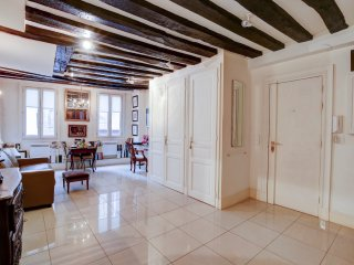 72. LOVELY LITTLE 1BR FLAT IN THE HEART OF THE 1ST DISTRICT BY THE LOUVRE!