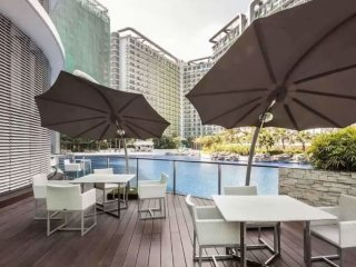 2 BR with an Amazing View of the Beach in the City