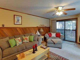 Well-stocked condo w/ wood stove and shared pool/tennis!