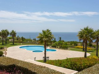 Ocean View Luxury Apartment, Lagos, Algarve with 2 Pools, Sauna & Jacuzzi
