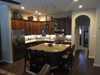 Luxury 4 Bedroom, 3.5 bath, 2 car garage Townhouse in Las Colinas, Irving, TX