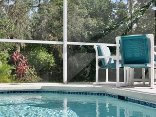 Gorgeous Pool Home with Great Kitchen & Everything You Want 2 miles to Disney!