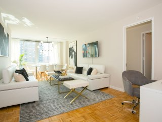 Luxurious Penthouse 3 Bedroom Apartment with Gym, Doorman, Lincoln Center
