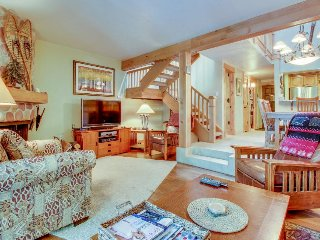 Ski all day and enjoy the pool & hot tub at this cozy creekfront condo!