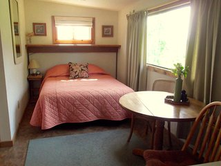 Cozy Studio for 2 - only 8 miles to Glacier Bay!