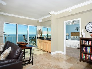 Crystal Shores West Penthouse 1402 - Luxury 4 Bedroom Heaven!