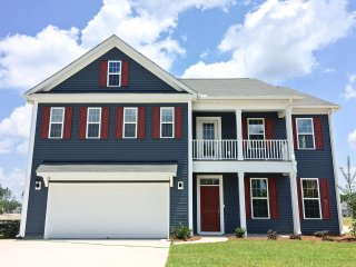 Spacious Suburban Charleston Home in Summerville!
