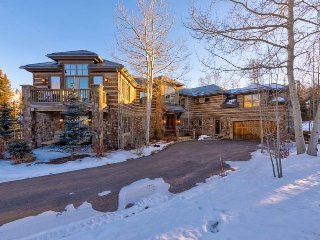 Ski-in/Out Luxury Estate, 2 Lift Tickets Included, Private Sauna