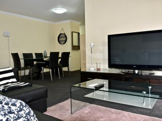 Spacious 2BR Apt in Pyrmont (free parking) 74