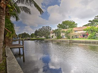 Canal-front Wilton Manors Home - 15 Min to Beaches