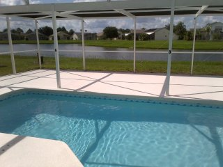 3BR-Private SF Pool with Lake View, WiFi, Disney/Universal/Orlando