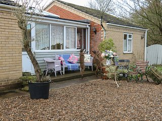 THE MANOR COTTAGE, hot tub, conservatory, en-suites, in Swaffham, Ref. 973148