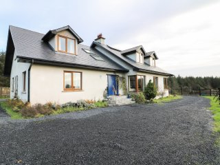 BUTTERFLY HOUSE, Waterford Greenway nearby, en-suites, rural, open plan, Cappoqu