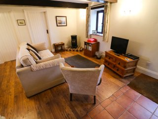 WEST PASTURE COTTAGE, open-plan, views, woodburner, in Middleton in Teesdale