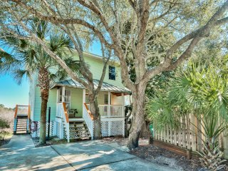 DoctorsOrdersDestin 4BR Beach House in Kokomo Kove. Unique secluded neighborhood.