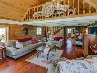 Rustic, dog-friendly, two-story log cabin near Jug Mountain