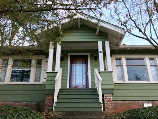 Asheville Cottage in Historic Montford, Walk Downtown, 30 Day Min Stay