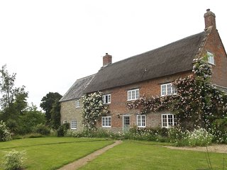 Large tranquil family home 10 min from sea and 5 min from market town Bridport