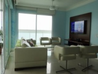 Beautiful Apartment with Sea Views in Galhetas
