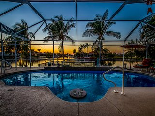 Villa Picturesque - Gorgeous Pool Home - Great for Boating!