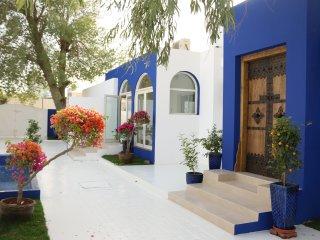 A true Emirati home by the Beach / Room 6