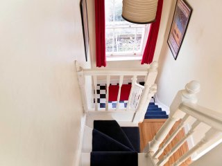 Spacious, charming 3BD w/balcony in Kennington
