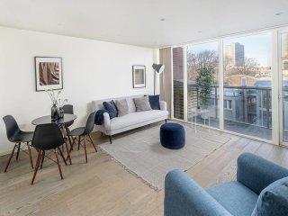 Modern 2 bed apartment w/balcony in Islington