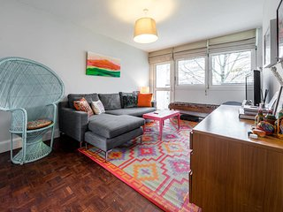 Bright & Airy 2bd apt 10 min walk from Chelsea