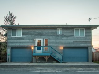 Slow Down House #124 - Affordable cabin on the canal in Pacific City.. Fun game