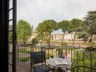 EXCLUSIVE TORRIGIANI - lovely flat on Arno's river