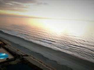 Lovely 3 BD direct oceanfront condo with an Amazing view, weekly 15% off special