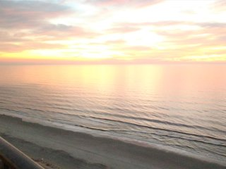 Lovely 3 BD direct oceanfront condo with an Amazing view