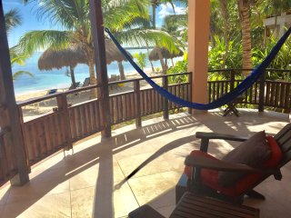 Romantic Beachfront lower Casita IK, amazing views & right on the water!