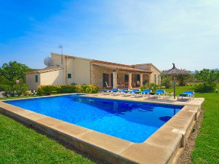 Charming Villa Pera for 6 guests, within walking distance to Mallorca beaches!