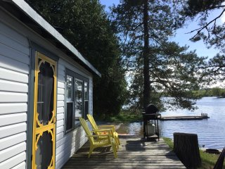 Fee's Landing Resort - The Evergreen Cottage  - 2BDRM Waterfront