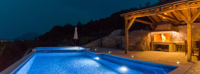 Villa My Peace with heated massage pool and old stone house near Omis and Split