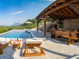 Villa My Peace with heated massage pool and old stone house near Omiš and Split