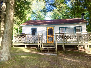 Fee's Landing Resort - The Birch View Cottage - 2BDRM waterfront
