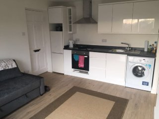 1 Bedroom Self Catering Apartment with Garden - Newly Refurbished