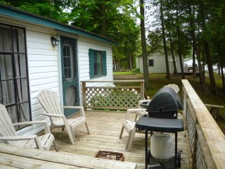 Fee's Landing Resort - Cedars Hiding Cottage - 3BDRM waterfront