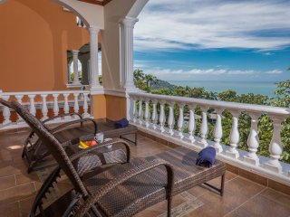 Condo Pariaso 2 Bedroom Luxury Villa
