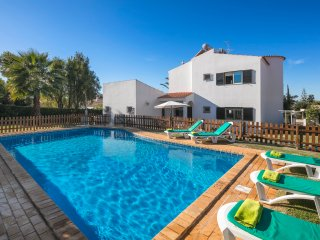 Casa Mestre Vilamoura 3 bedroom with pool guard ideal for families AIR CON ,WIFI