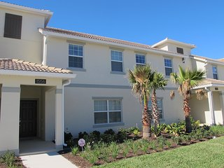 4 Bed / 3 Bath Private Pool Townhome in the Champions Gate Resort