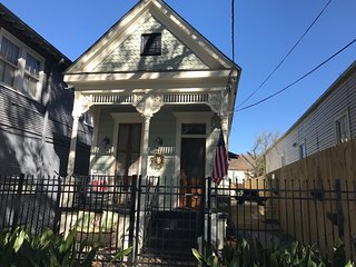 New Mid-City Reno, 3br/2ba. 1.5 miles to Superdome/FQ. Not a Shotgun.