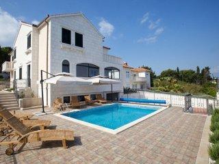 Apartments Villa Grlica - Comfort One Bedroom Apartment with Terrace and Garden
