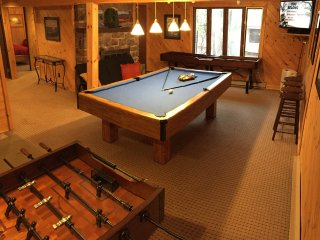Beautiful Remodeled Home with a View, Pool Table, Hot Tub, Game Room. Huge Deck!