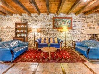 Bourbonne-les-Bains Chateau Sleeps 8 - 5049749